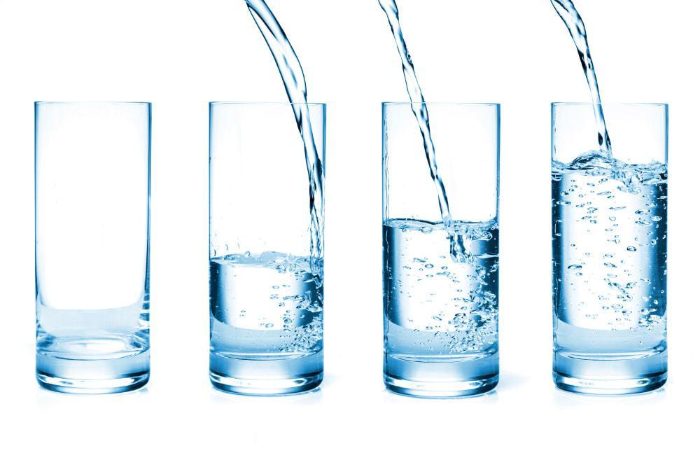 4 szklanki wody na czczo jako recepta na zdrowie