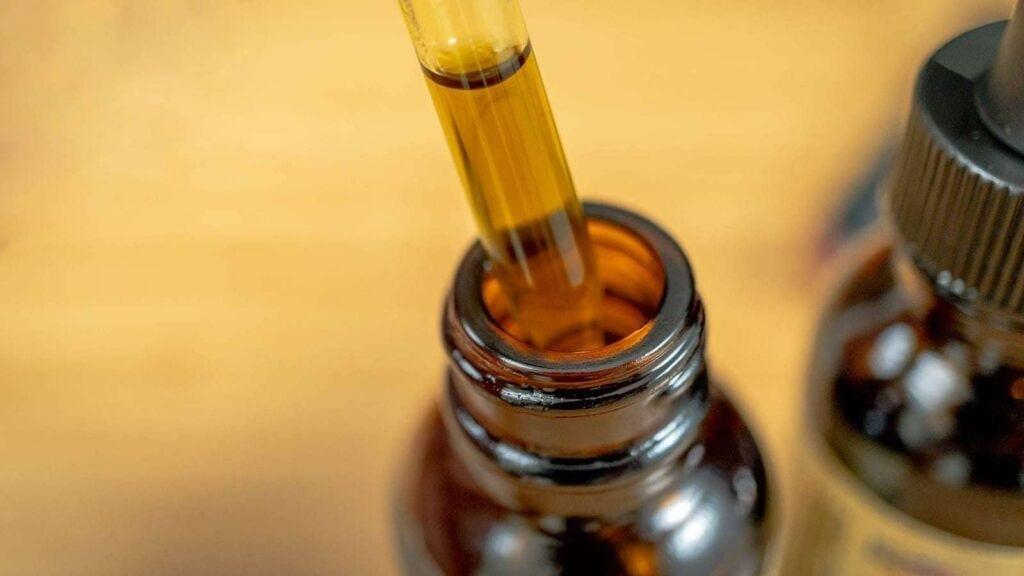 Co leczy olej konopny CBD? Własciwości i zastosowanie olej bezsenność